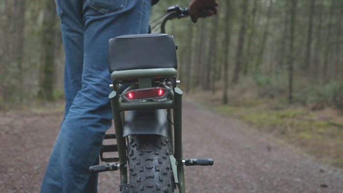 super73-s1-motorbike-rear-light-pegs