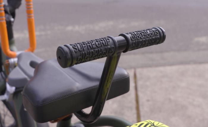 radrunner-best-family-bike-rear-handle-grip